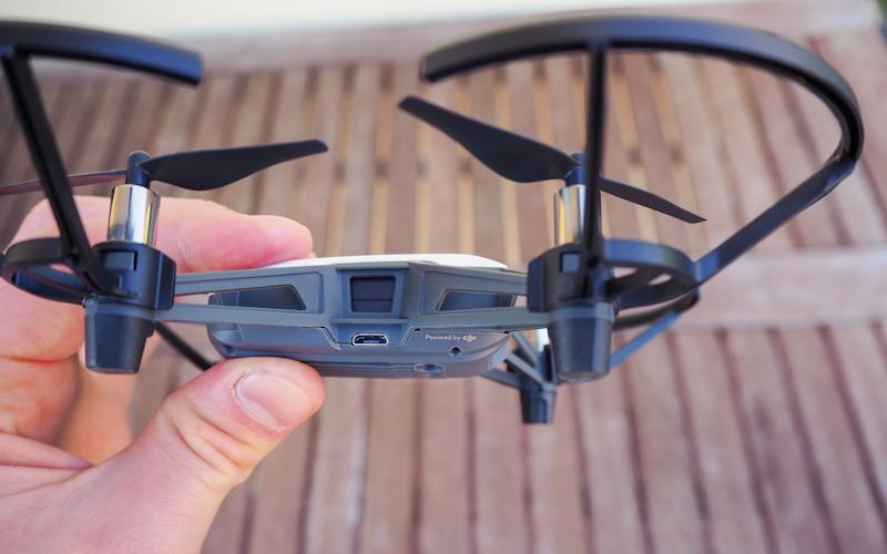 MircoSD-Anschluss zum Laden des Quadrocopters