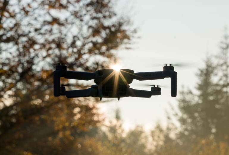DJI Mavic Mini Quadrocopter im Flug-Test